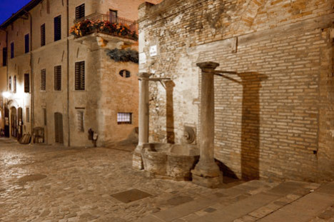 http://www.santarcangelodiromagna.info/wp-content/uploads/2016/02/centro-storico1-468x311.jpg